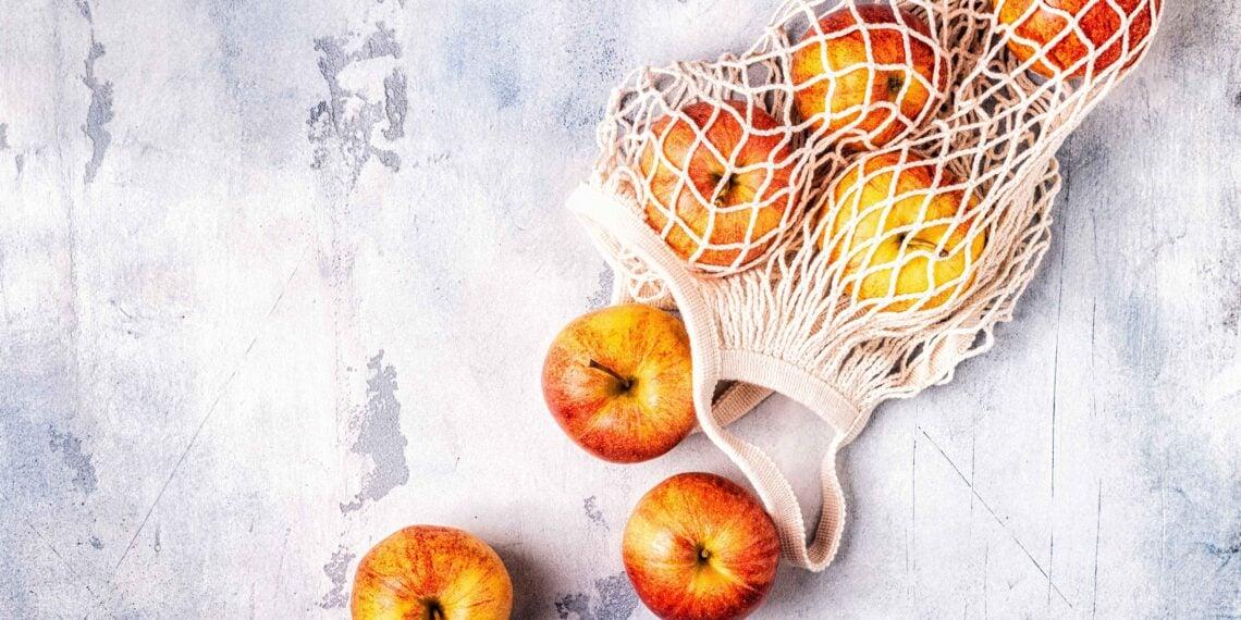 fresh-apples-in-a-mesh-bag-D7LTZ9R-1-1140x570